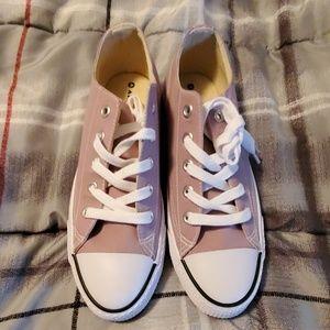 Airwalk low top sneakers size 9 brand new